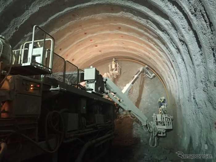 토목공사가 진행되는 니시큐슈 루트(나가사키시내의 신쵸기터널).궤도나 전기 등 개업 설비의 정비에 관한 공사 실시 계획도 이번 인가되었다.