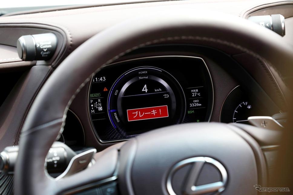 機能が増えるにつれ、車内で聞こえる警告音の種類も増え、聞き分けが難しくなる。写真はレクサスの「アクティブ操舵回避支援」の作動イメージ