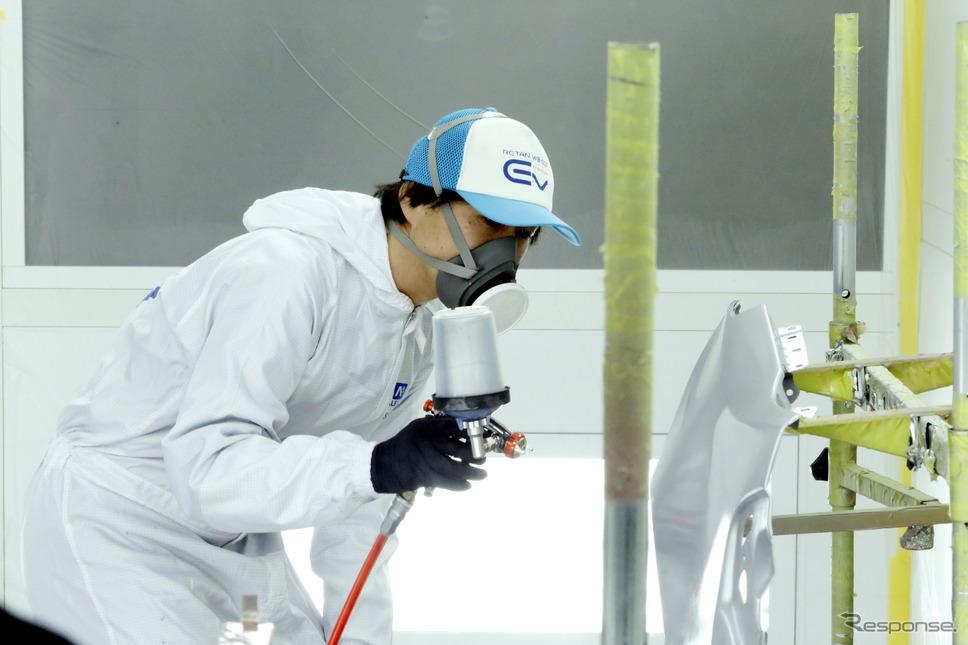 塗料メーカーによる塗装実演に加えて屋外展示も行われる
