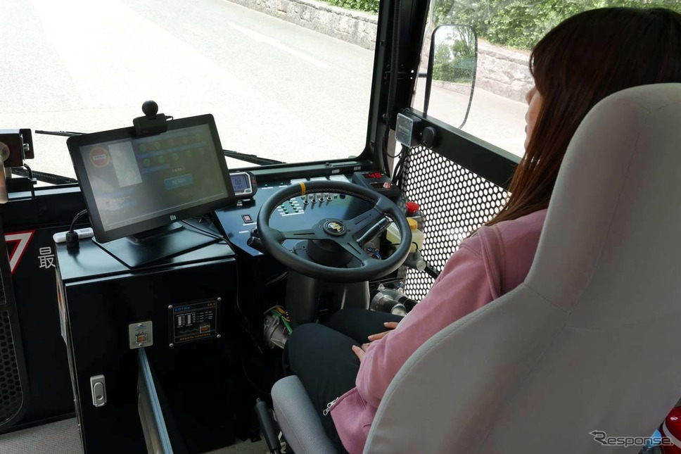 自動運転はレベル3で走行。障害物などがあると安全をドライバーが逐一確認する。