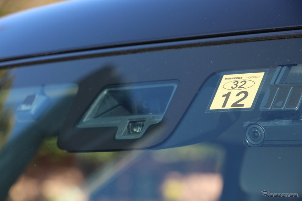 衝突安全ブレーキは軽自動車にも標準装備となりつつある。