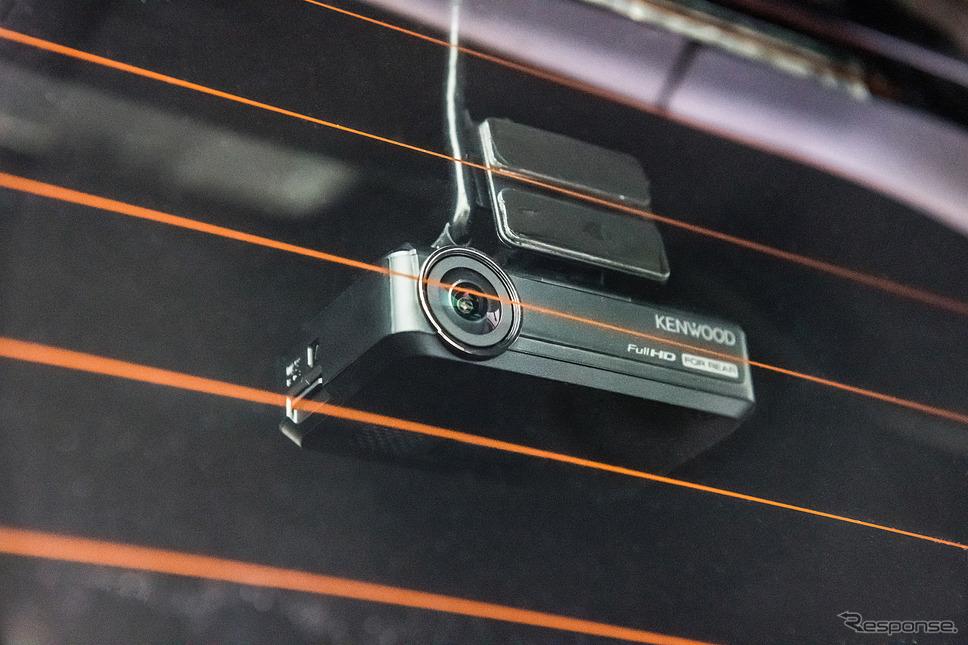 ナビ連動モデルのリア用カメラとなるDRV-R530。