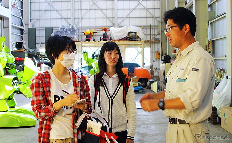榊原機械 開発課 南雲正章氏と埼玉工業大学の学生
