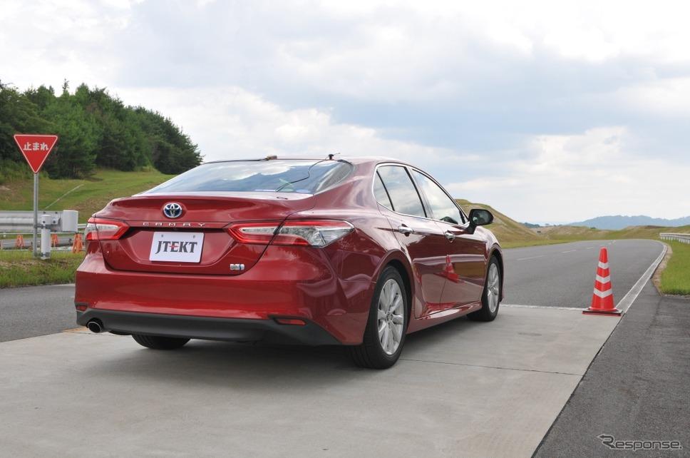 自動運転対応EPSを搭載したトヨタ・カムリの試験車両