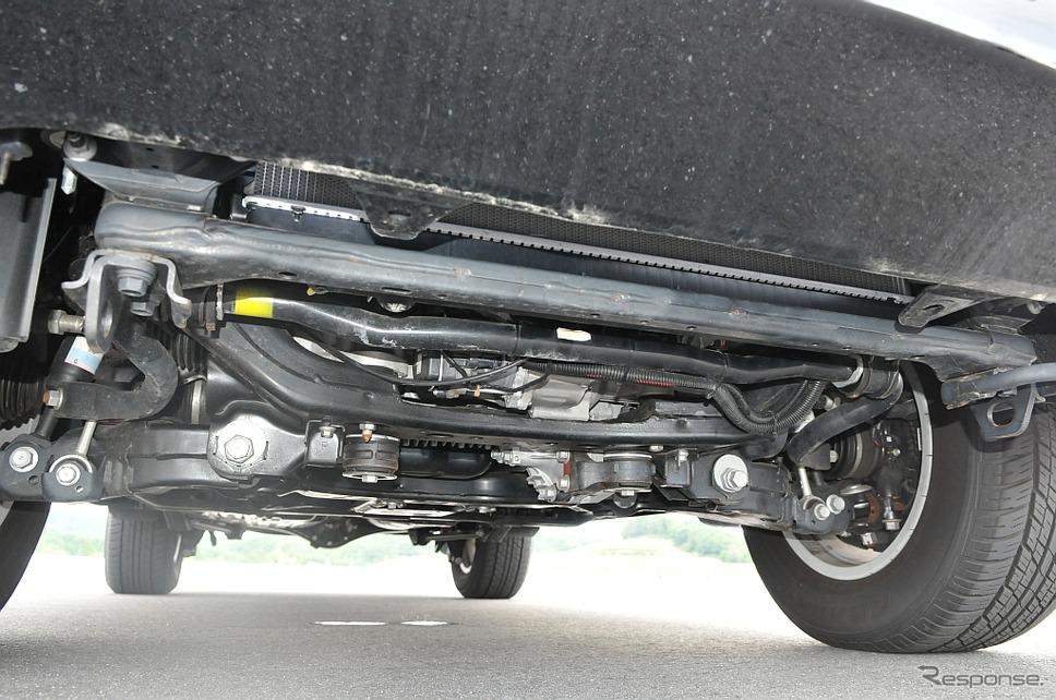 トヨタ・ランクルーザーの試験車両。EPS仕様に改造し、EPS用補助電源システムとして高耐熱リチウムイオンキャパシタを搭載している