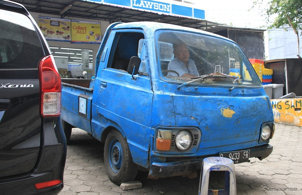 第二世代のトヨタ・ハイエース、ジャカルタにて
