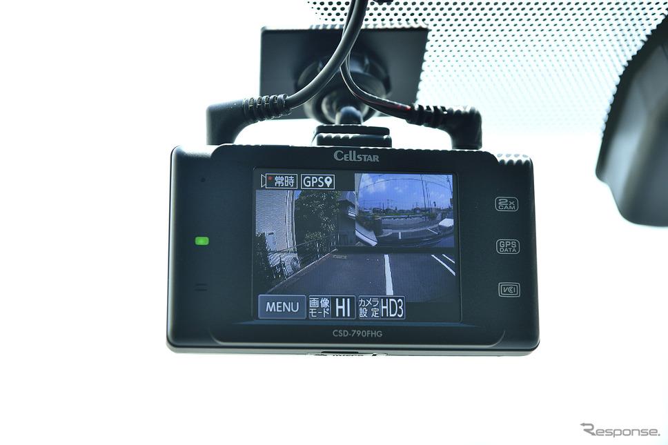 フロント本体カメラのモニターにリアカメラ映像も同時に表示することができる