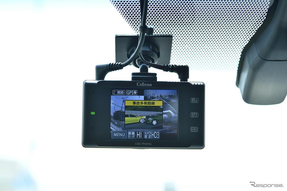 2018年1月現在6種類76基の衛星から受信が可能な高性能GPSを採用。取締機警告や安全運転ポイントを事前に教えてくれる