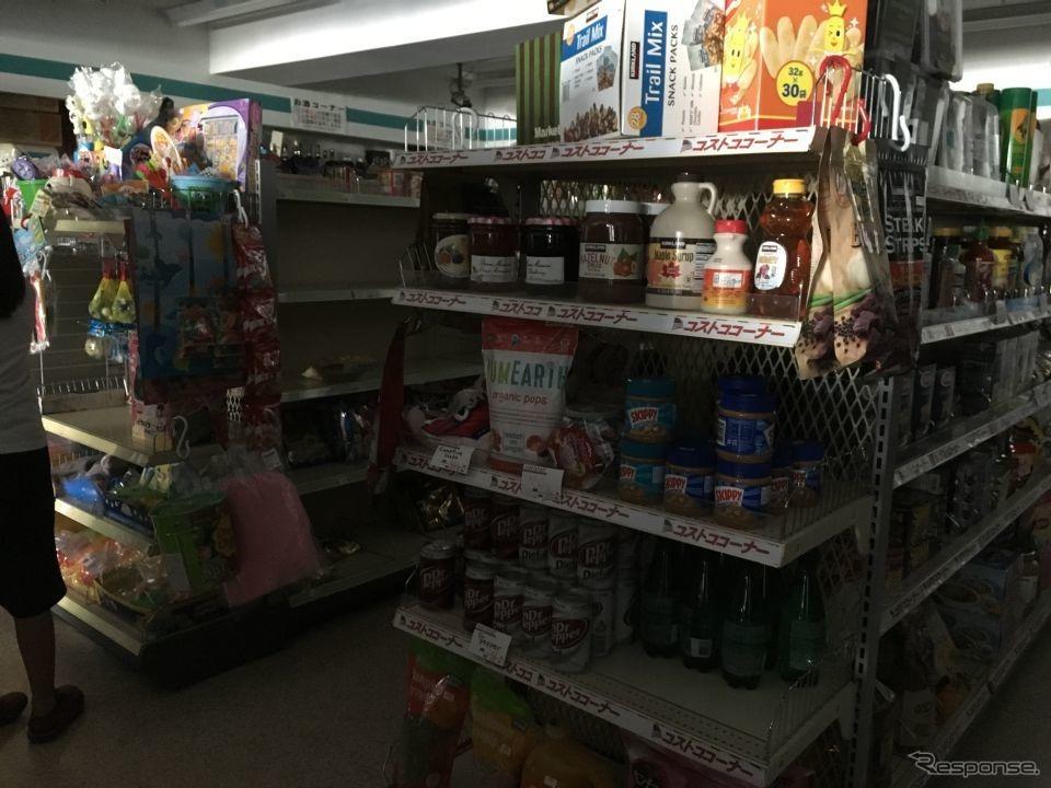 筆者が見つけた穴場スーパー。店内は薄暗いが、待たずに十分な食料を確保することができた。