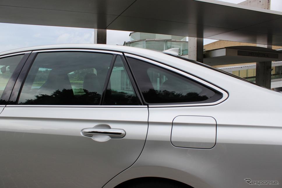 トヨタ クラウン 新型(ハイブリッド Gエグゼクティブ)