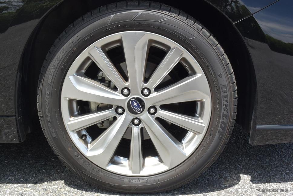 タイヤは225/50R18サイズのダンロップ「SPORT MAXX 050」。接地面積は初代『スカイラインGT-R』を上回る。すごい時代になったものである。