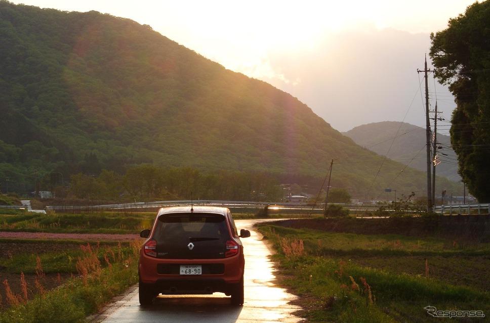 トゥインゴGT。雨上がりの兵庫-岡山県境にて。