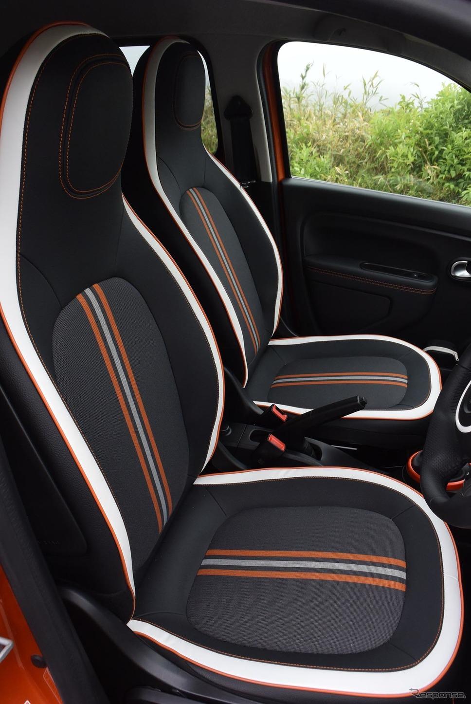 トゥインゴGTのフロントシート。高さと背もたれ角の2つしか調節機能がないが、このシンプルなシートの出来が素晴らしく、いくらでもドライブを続けられた。