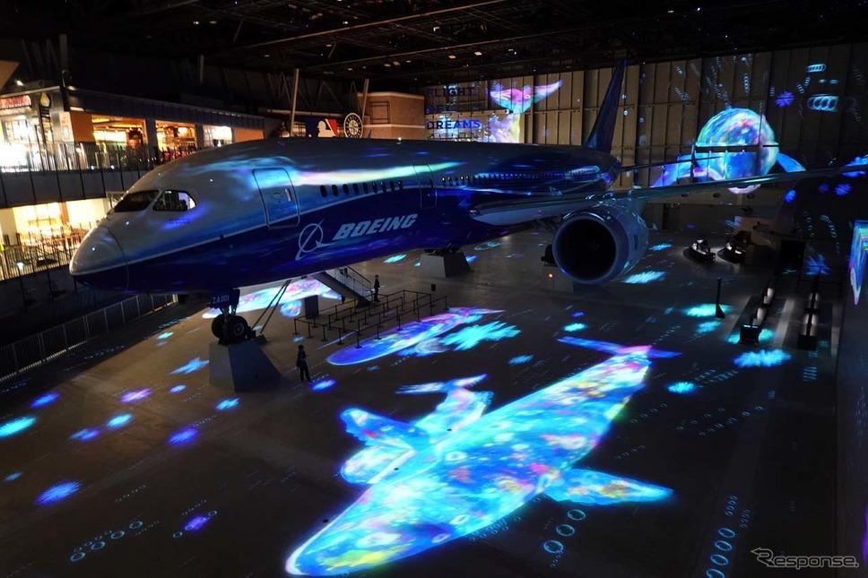 イルカが舞うシーンを展開音楽と共に展開されるショー「フライ・ウィズ・787 ドリームライナー」。