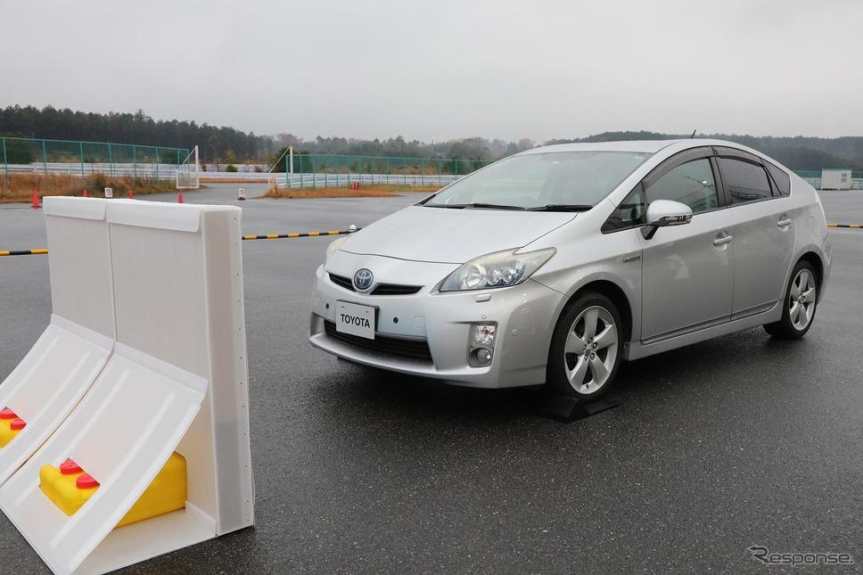 トヨタの「踏み間違い加速抑制システム」を試した。