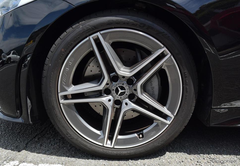 タイヤはダンロップ「SPORT MAXX RT2」。サイズは前245/40R19、後275/35R19。