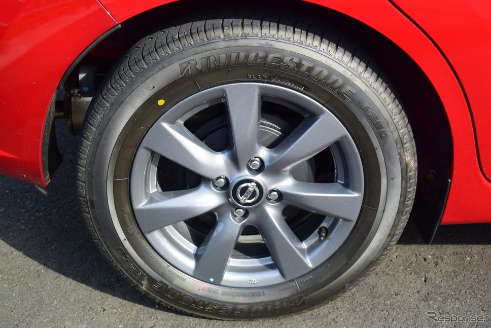 タイヤはブリヂストン「B250」で、サイズは185/65R15。山岳路では車重に対して能力がやや不足しているため、エア圧を高めて使うといい。