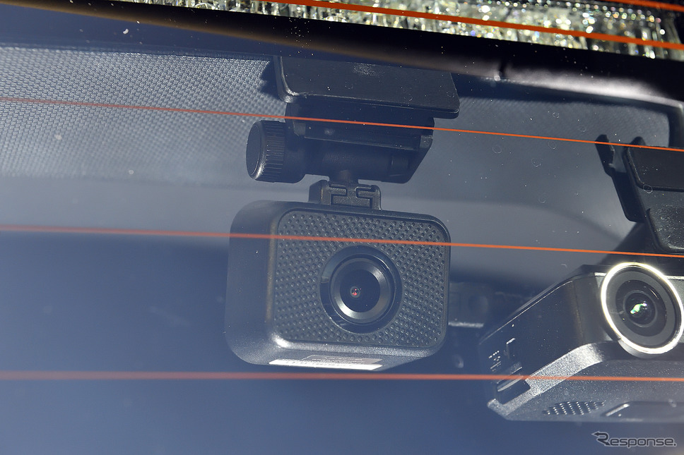 リアカメラは非常にコンパクト。高精細な録画ができる