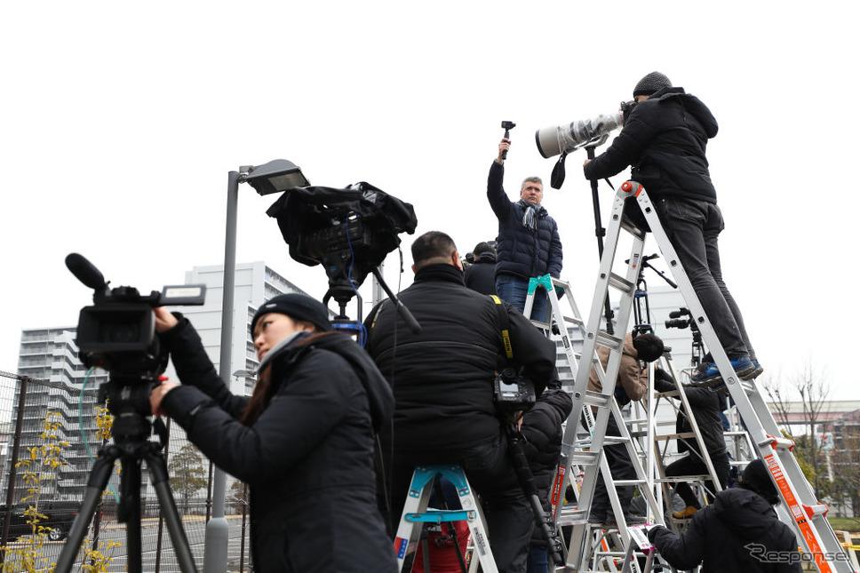 東京拘置所前の報道陣 (c) Getty Images