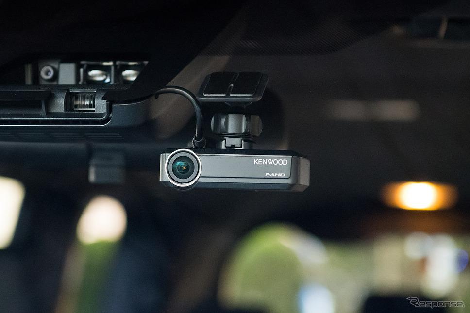 別売のナビ連携型ドライブレコーダー『DRV-N530(フロント用)』と『DRV-R530(リア用)』を接続する事で安全性や防犯性も格段に上がる