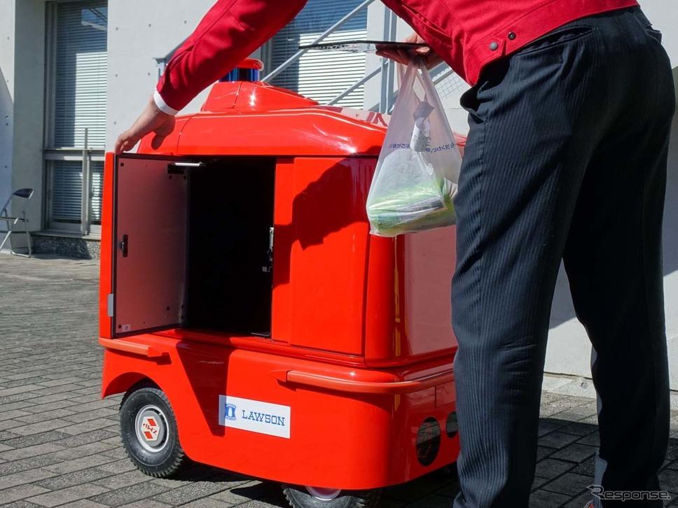 店舗側では注文品をレシート共に宅配ロボット内に収納する