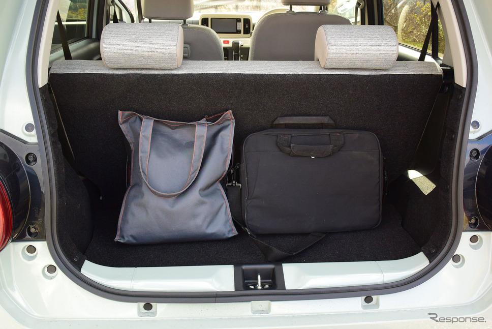 荷室は小物置き場。長旅をする場合は柔軟性のあるボストンバッグなどを使うといいだろう。