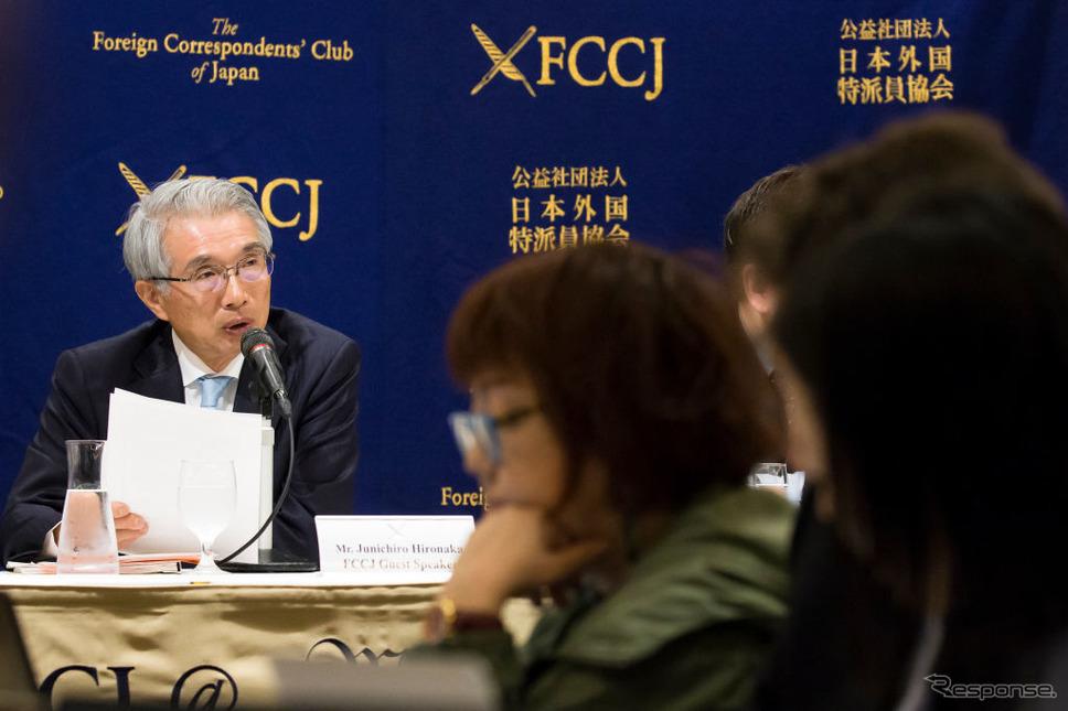 日本外国特派員協会で記者会見する、ゴーン被告の弁護人、弘中惇一郎弁護士 (c) Getty Images