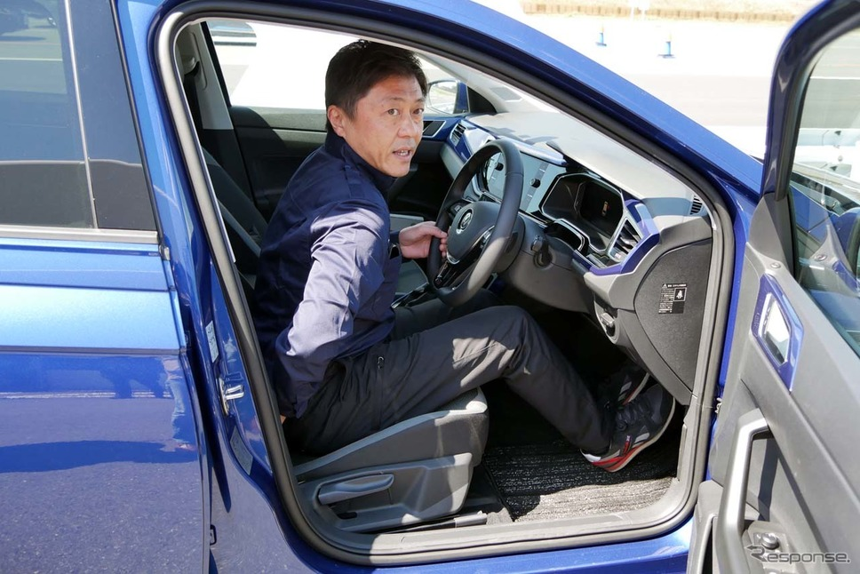 お尻をシートの奥まできっちり付けた上でブレーキの踏み白を確認することが重要。