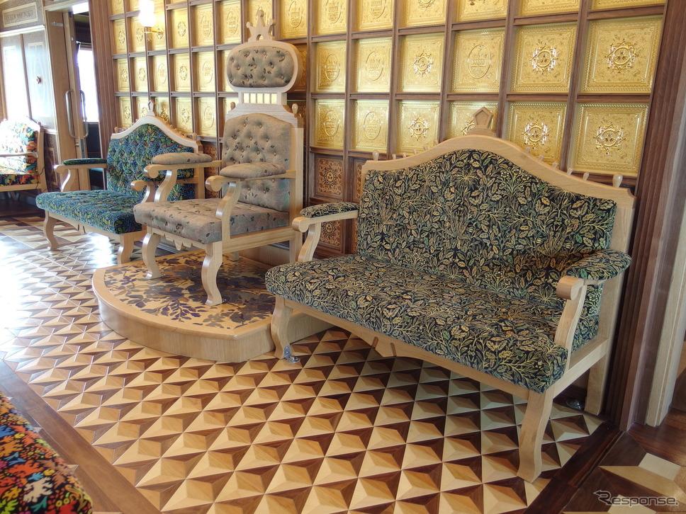 クイーン芦ノ湖特別船室の玉座