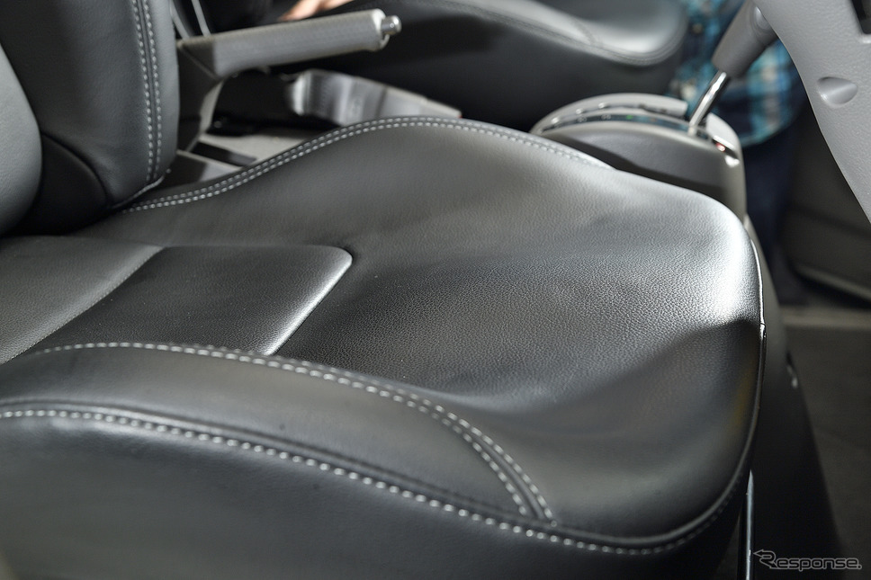 ロングドライブに適度な硬さのウレタンが採用されている