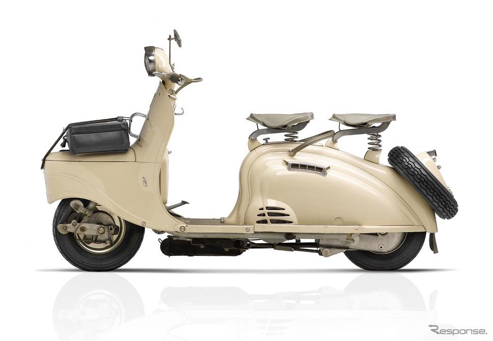 1953年に登場したプジョー初のスクーター「S55」。クルマのプジョー「203」を想起させるボディが特徴