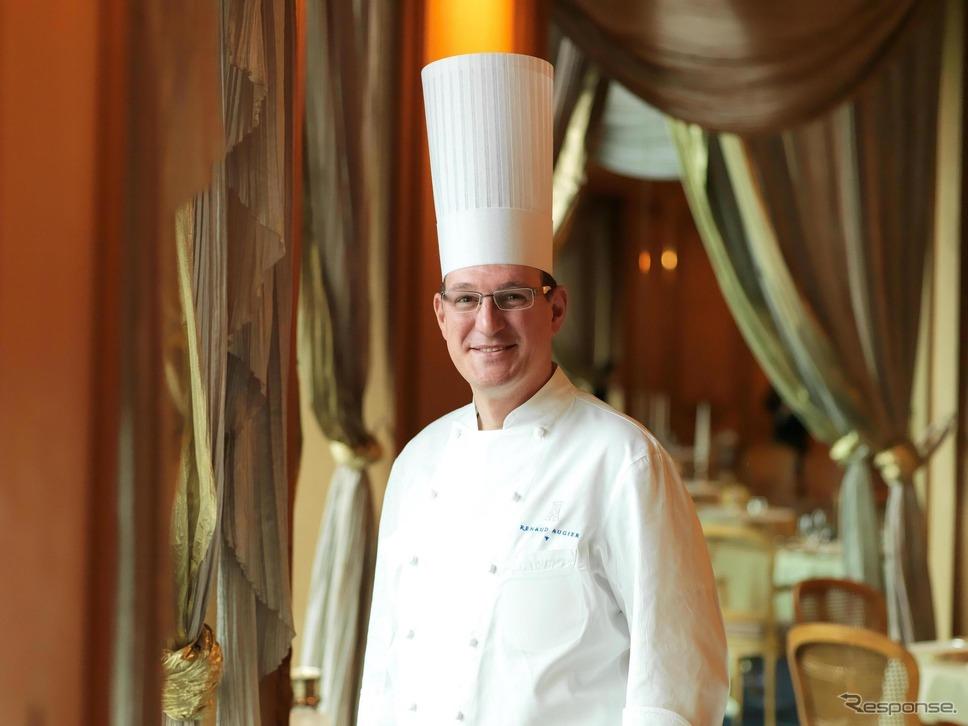 エグゼクティブシェフ ルノー オージエ氏/数々の三つ星レストランで修行を重ね、トゥールダルジャンパリ本店を経て、2013年よりトゥールダルジャン東京のエグゼクティブシェフに就任。フランス料理界最高峰の栄誉である2019年度M.O.F.(国家最優秀職人章)を受賞している。日本における人間国宝にも例えられる称号であり、今年度受章シェフ7名の中では最年少、日本在住のシェフの受章は実に37年ぶりの快挙である。