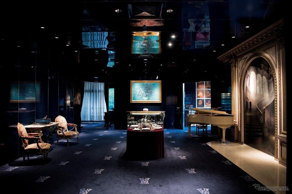 ルイ14世とルイ16世の時代を表現したという豪華なエントランスホールには、トゥールダルジャンの歴史の中でも有名な出来事であった「三皇帝の晩餐」の食卓のディスプレイが飾られている。