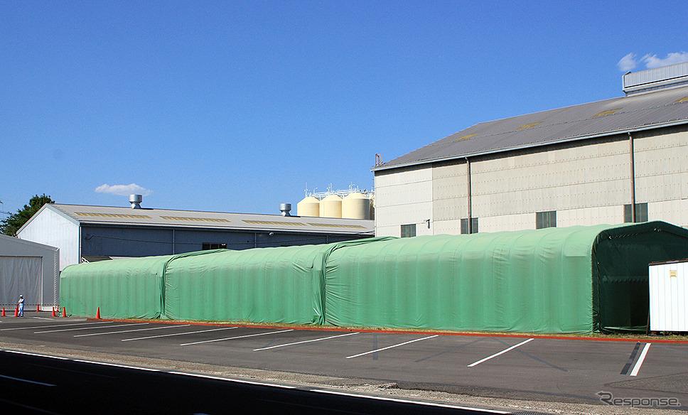 ジェイ・バス宇都宮工場。右の棟が製造ライン、左奥が後作業棟