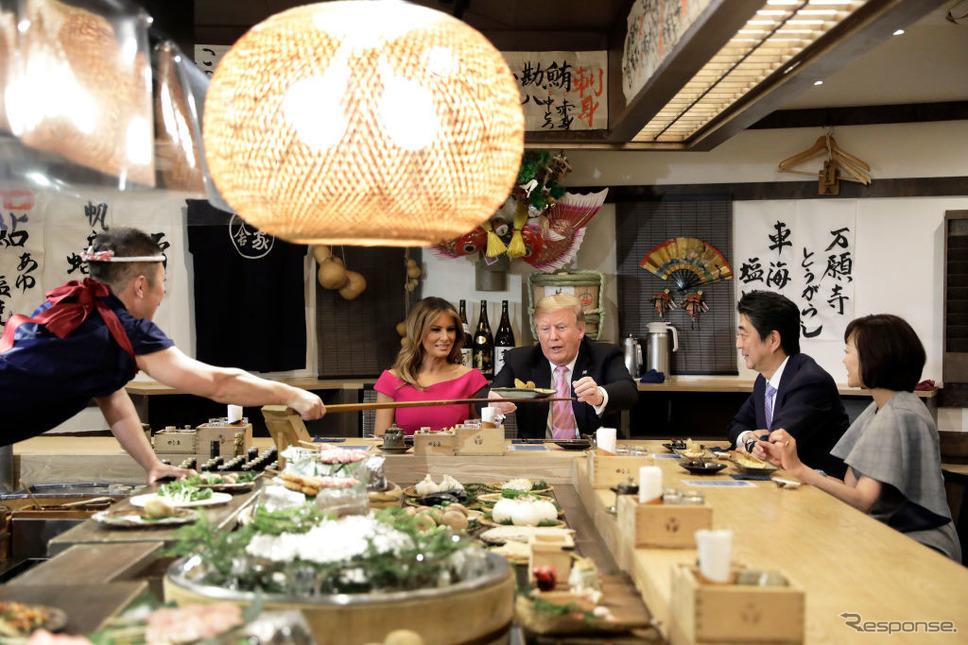東京六本木の炉端焼きを訪れたトランプ米大統領一行。
