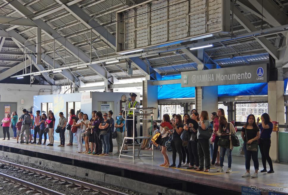 若者の乗降客が多いのがヤマハモニュメント駅の大きな特徴だ