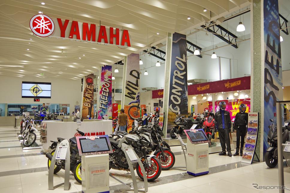 ヤマハ・モーター・フィリピンの直営店「Y ZONE」。若者を強く意識した店づくりがおこなわれている