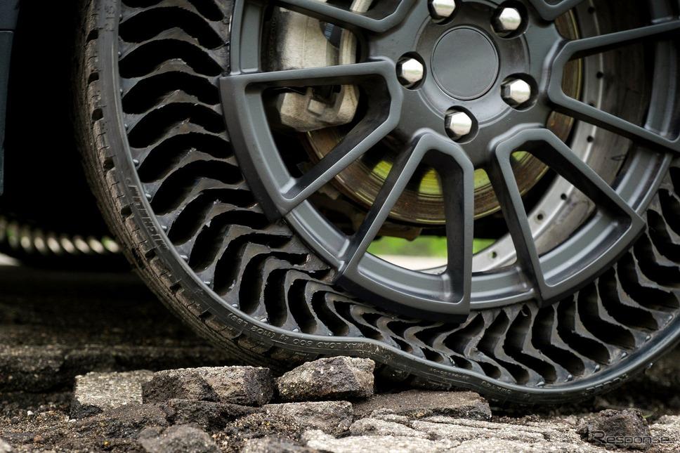 GMとミシュランが共同開発した次世代エアレスタイヤのプロトタイプ
