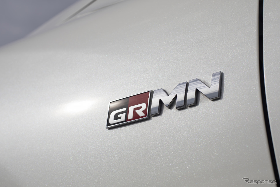 GRMNのエンブレム(写真はマークX GRMN)