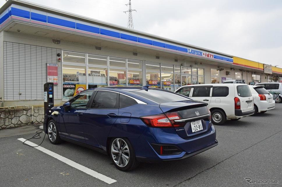 島根・江津の道の駅「サンピコごうつ」で遅い昼食と土産物の買い物の合間に普通充電。50分で20kmちょっとぶんEV走行レンジが延びる。悪くない。