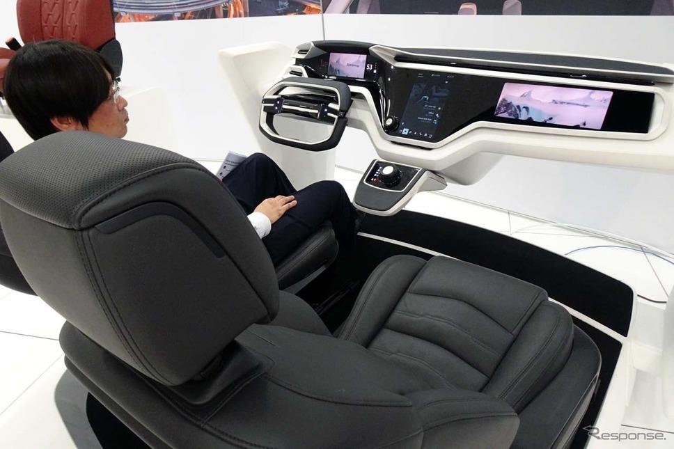 Androidをベースとしてナビや音声認識、コネクテッドサービスを統合した車内インテリア「Voice-Activated Cockpit」