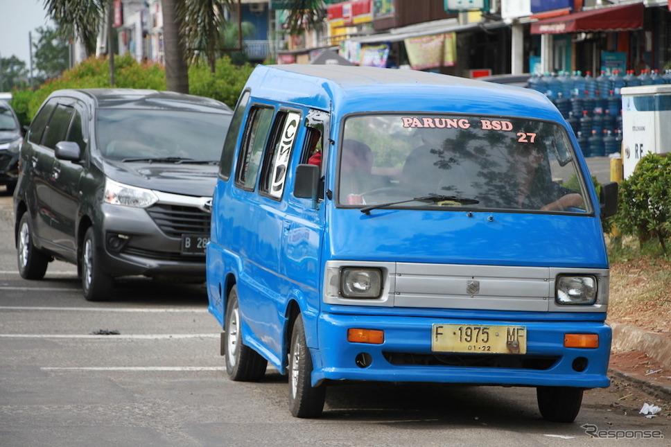 インドネシア・タンゲラン(モーターショー会場付近)したスズキキャリイ