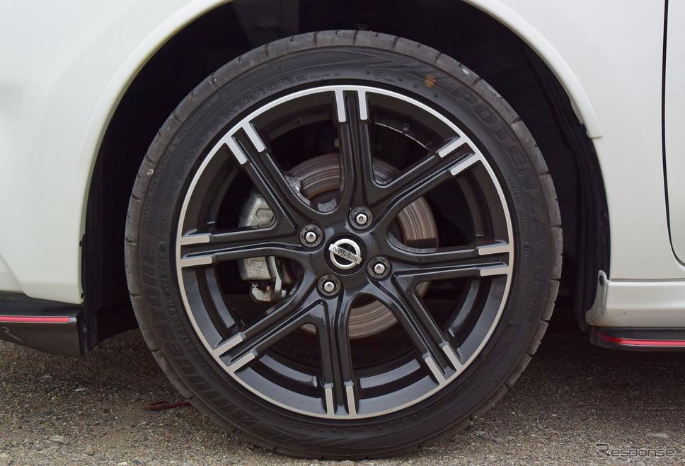 タイヤはブリヂストン「ポテンザRE-11」。モデルとしては古いが鬼グリップタイヤの一種だ。