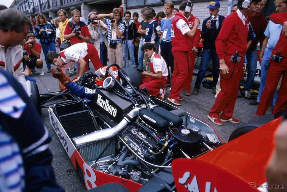 """1983年F1オランダGP、""""マクラーレンTAGポルシェ""""MP4-1Eに乗るラウダ。"""