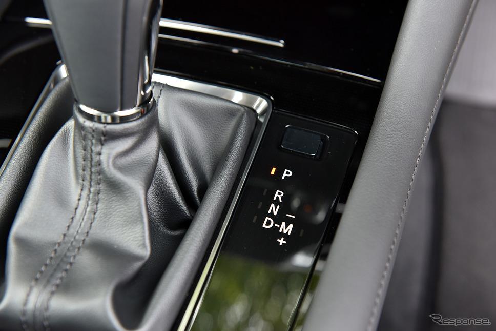 トランスミッションは電子制御6速ATを採用するマツダ3 新型 セダン