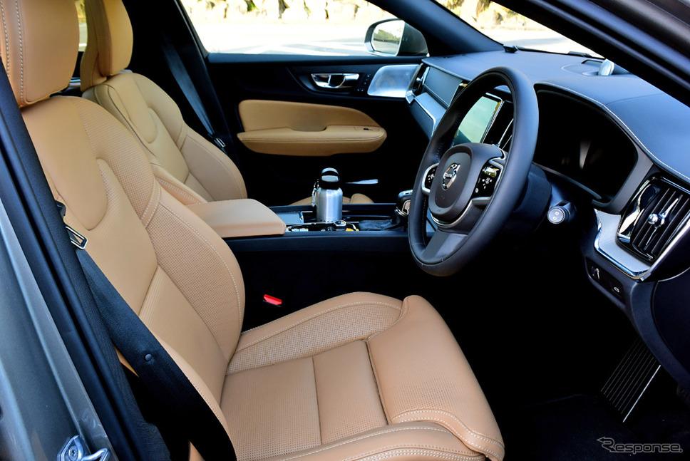 フロントシートは座面長を含め豊富な調整機能が備わる。