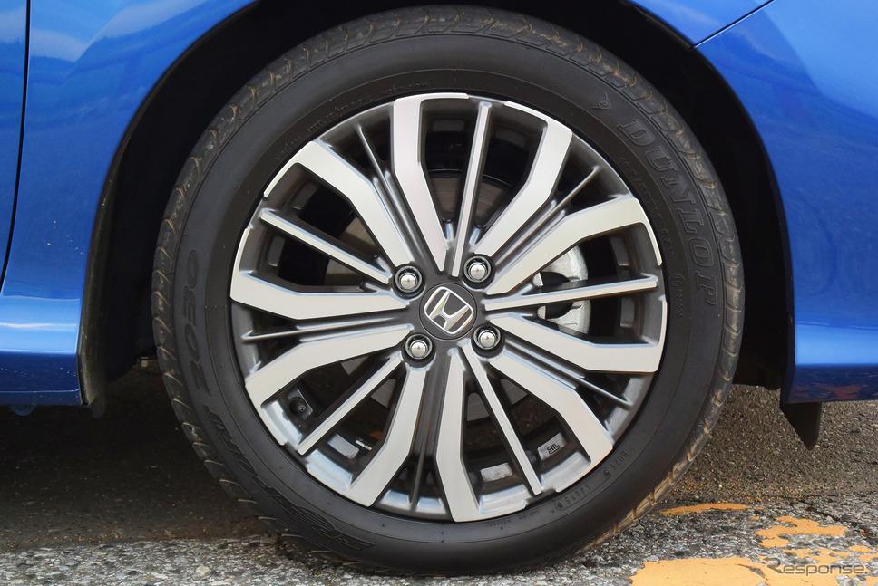 タイヤは185/55R16サイズのダンロップ「SP SPORT 2030」。グリップと快適性のバランスはまあまあ。