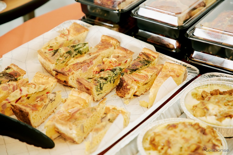 キッシュなどのフランス料理も用意された