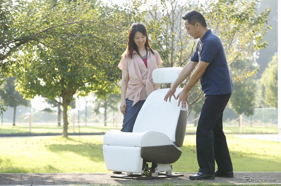 愛されるシートプロジェクトリーダーの郭裕之さん「自動車用シート技術とIoTを融合させたのが愛されるシートです。」