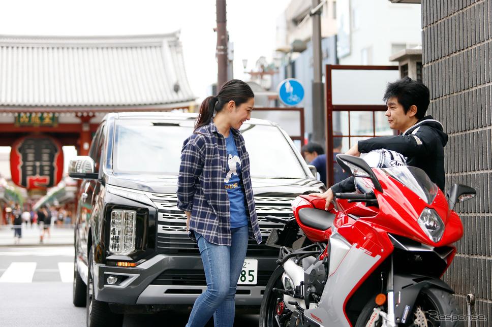 浅草・雷門前で待ち合わせする多聞さんと原田さん